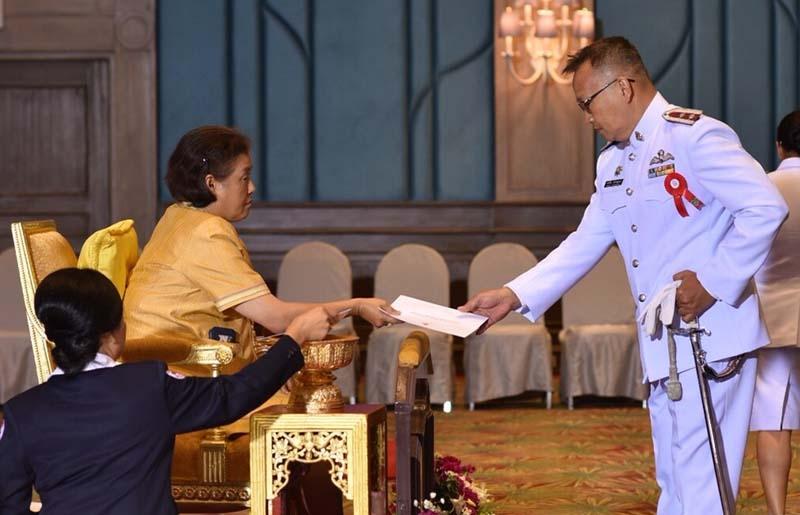 สมเด็จพระเทพรัตนราชสุดาฯ สยามบรมราชกุมารี เสด็จพระราชดำเนินไปในการพระราชทานเหรียญกาชาดสมนาคุณ ชั้นที่ 1 ใบประกาศเกียรติคุณ และเข็มที่ระลึกแก่ผู้บริจาคโลหิตประจำปี 2559-2560 ของเหล่ากาชาดจังหวัดภาค 4 รวม 7 จังหวัด ณ โรงแรมเดอะ รีเจ้นท์ ชะอำ บีซ รีสอร์ท อำเภอชะอำ จังหวัดเพชรบุรี เมื่อวันจันทร์ที่ 5 กุมภาพันธ์ 2561