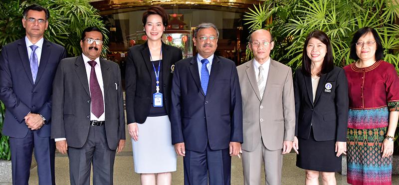 """ท่องเที่ยวสัมพันธ์ : บัควันท์ ซิงห์ บิชนอย เอกอัครราชทูตสาธารณรัฐอินเดียประจำราชอาณาจักรไทย เปิดสัมมนาเรื่อง """"แนวความคิดและศักยภาพการท่องเที่ยว ระหว่างอินเดียและไทย"""" โดยมี รศ.ดร.ขวัญจิต ศศิวงศาโรจน์ ผอ.สถาบันวิจัยภาษาและวัฒนธรรมเอเชีย ม.มหิดล ร่วมงาน ที่ โรงแรมเดอะทวิน ทาวเวอร์"""