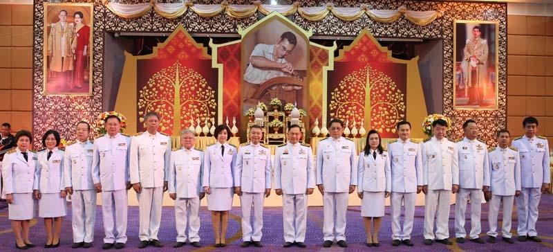 """พระบิดาแห่งมาตรฐานการช่างไทย : พล.ต.อ.อดุลย์ แสงสิงแก้ว รมว.แรงงาน เป็นประธานเปิดงาน """"วันมาตรฐานฝีมือแรงงานแห่งชาติ"""" ประจำปี 2561 เพื่อน้อมรำลึกในพระมหากรุณาธิคุณของพระบาทสมเด็จพระปรมินทรมหาภูมิพลอดุลยเดช มหิตลาธิเบศรรามาธิบดี จักรีนฤบดินทร สยามินทราธิราช บรมนาถบพิตร ในหลวงรัชกาลที่ 9 พร้อมด้วยนิทรรศการเทิดพระเกียรติพระปรีชาสามารถด้านการช่าง ที่จัดพร้อมกันทั่วประเทศทั้ง 76 จังหวัด รวมทั้งให้ความสำคัญในการพัฒนาฝีมือแรงงานของช่างไทย ยกระดับช่างสู่มาตรฐานสากล จัดโดย สุทธิ สุโกศล อธิบดีกรมพัฒนาฝีมือแรงงาน ที่ กระทรวงแรงงาน"""