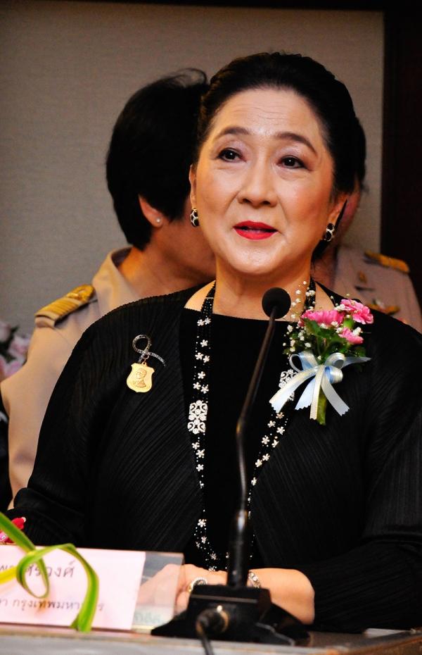 ผาณิต พูนศิริวงศ์ ประธานมูลนิธิช่วยการศึกษา กทม. กล่าวรายงาน