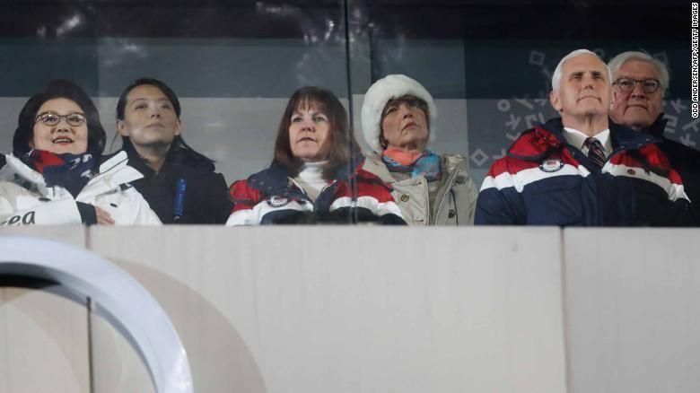 รองประธานาธิบดีไมค์ เพนซ์ของสหรัฐ และภรรยา ,นางคิมโยจอง น้องสาวคิมจองอึน , ภรรยาประธานาธิบดีมุนแจอิน