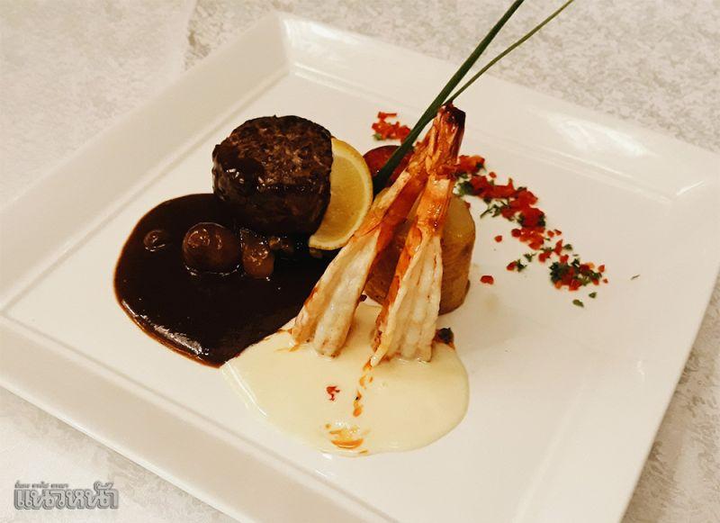3 เมนูซิกเนเจอร์ของที่รีสอร์ทแห่งนี้ เป็นเมนูที่คนไทยและต่างชาติสามารถเพลิดเพลินกับรสชาติได้อย่างเอร็ดอร่อย โดยเมนูนี้ชื่อว่า  Grilled tiger and beef tenderlion served with red wine sauce & white butter sauce