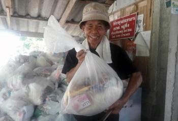 \'เมืองคอน\'ซึ้งใจ!ชาว\'จันทบุรี-ระยอง\'ส่งถุงยังชีพช่วยน้ำท่วมใต้