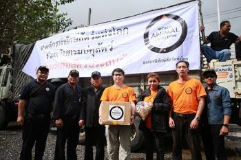 \'โตโน่\'ทูตองค์กรพิทักษ์สัตว์แห่งโลก มอบอาหารสัตว์ช่วยน้ำท่วมพัทลุง