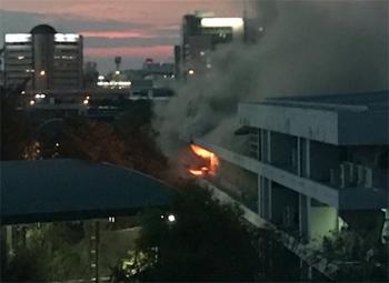 รถดับเพลิงเข้าไม่ได้-อพยพคนในตึก กปภ.ออกหมดแล้ว