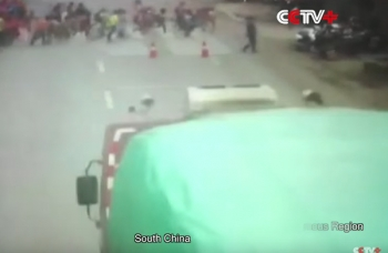 รถบรรทุกพุ่งชนกลุ่มเด็กนักเรียนข้ามถนน ตาย3เจ็บ2 ที่เมืองกุยผิง