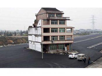 รื้อแล้ว! บ้านตะปูชื่อดังกลางถนน\'นครเซี่ยงไฮ้\' (ชมคลิป)