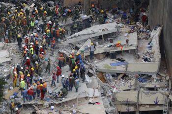 เร่งหาผู้สูญหายดินไหวเม็กซิโก ประกาศทั่วประเทศไว้อาลัย3วัน (ชมคลิป)