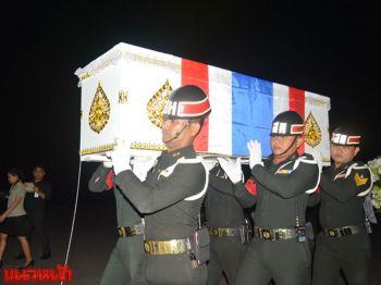 ญาติเศร้ารับศพทหารกล้า ถึงบ้านเกิดจ.นครศรีธรรมราช