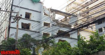 ชาวพัทยาผวาหนัก ผนังอาคารพังหวั่นอนาคตถล่มทั้งตึก