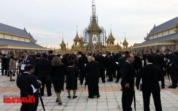 วธ.นำคณะทูต65ประเทศเข้าชมพระเมรุมาศ-โรงราชรถ (ประมวลภาพ)