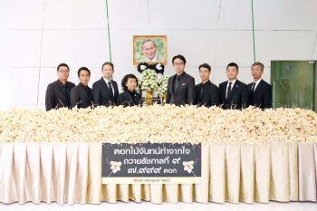 กลุ่มตรีเพชร ส่งมอบดอกไม้จันทน์ จำนวน ๗,๙๙๙ ดอก ถวายความอาลัยแด่ รัชกาลที่ ๙