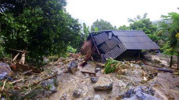จีนเตือนพายุขนุนระดับสูงสุด เวียดนามอ่วมตายพุ่งใกล้แตะ 70 ราย