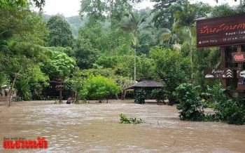 เชียงใหม่ฝนตกหนักน้ำป่าทะลัก รถยนต์-นทท.จีนติดค้างกลางป่า