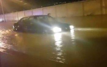 ฝนถล่มกรุง! ถนนหลายสายน้ำขังรอระบาย (ประมวลภาพ)