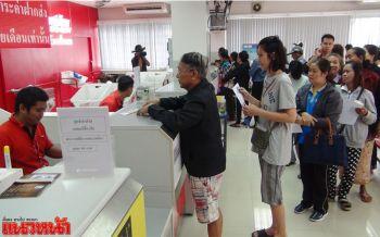 ไปรษณีย์คึกคัก ปชช.ทั่วไทยแห่จองเข็มที่ระลึกงานพระราชพิธีฯ