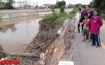 ชาวบ้านตัดพ้อถนนริมน้ำยมพังถล่ม ทน30ปีช่วยแค่ปักเสายูคา-กระสอบทรายกั้น