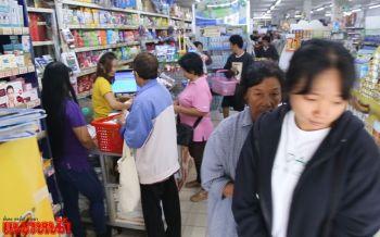 ช็อปช่วยชาติวันแรกคึกคัก ชาวชัยนาทแห่ซื้อของอุปโภค-บริโภค