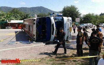 รถทัวร์นักท่องเที่ยวพลิกคว่ำขวางถนนทางขึ้นเขาค้อ!เจ็บ23สาหัส2 (ประมวลภาพ)