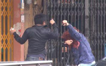 ไม่แคร์สื่อ!คู่รักเมืองสงขลาตบตีกันกลางถนน ชาวบ้าน-ตร.สุดทนรีบจับแยก