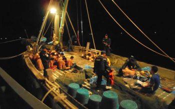 ส่งเรือล่าแก๊งค้ามนุษย์ จับได้กลางทะเลประจวบ
