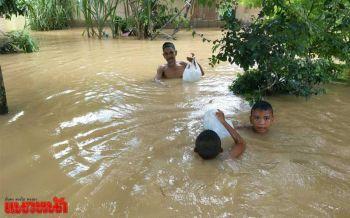 น้ำท่วมสะบ้าย้อย เผยบางจุดวิกฤตเกือบมิดถึงหลังคาบ้าน