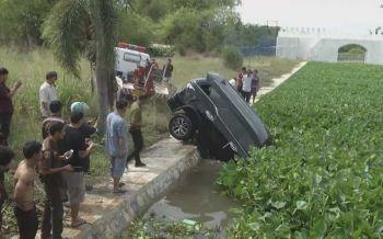 ฟอร์จูนเนอร์ตกคลอง3วันศพติดรถขึ้นอืด คาดชนที่กั้นสะพาน