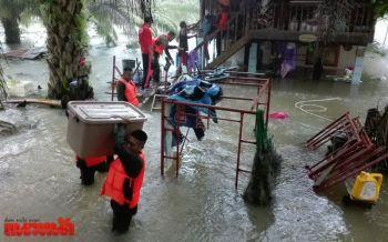 ตรังฝนถล่มจมบาดาล7อำเภอ ชาวบ้านขนของหนีจ้าละหวั่น