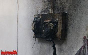 เจ้าของบ้านลืมเปิดน้ำใส่เครื่องซักผ้า น้ำกระเด็นโดนปลั๊กหวิดไฟไหม้ทั้งบ้าน