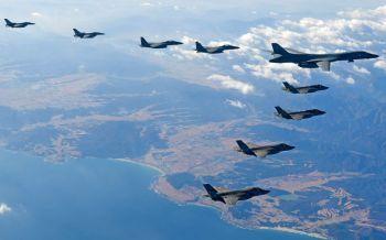 วิกฤตมาก!สหรัฐส่งเครื่องบินทิ้งระเบิดซ้อมรบข่มขวัญเกาหลีเหนือ