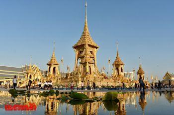 ชาวไทย-ต่างชาติเข้าชมนิทรรศการพระเมรุมาศต่อเนื่อง