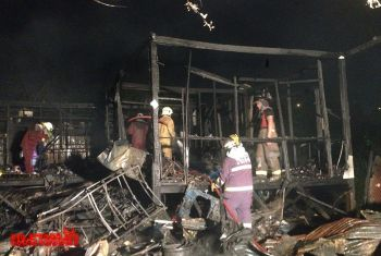 ไฟไหม้บ้านวอดทั้งหลัง ยายวิ่งฝ่าเปลวเพลิงช่วยหลาน4ขวบรอดหวุดหวิด