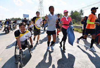 นักกีฬาพาราลิมปิกทีมชาติ ร่วมวิ่งให้กำลังใจ\'พี่ตูน\'