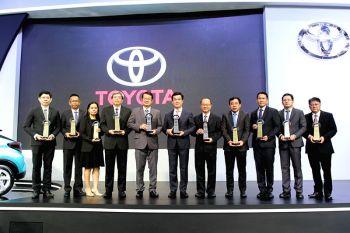 โตโยต้า คว้ารางวัล 'ธุรกิจยานยนต์ยอดนิยมแห่งปี 2560' และมาตรฐานความปลอดภัยจากการทดสอบการชน ASEAN NCAP