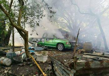 ไฟไหม้บ้านวอด3หลังติด-รถยนต์1คัน คาดไฟฟ้าลัดวงจร