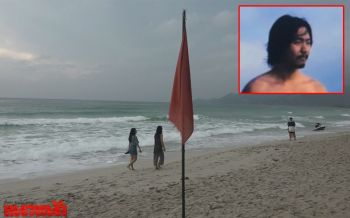 ตร.สมุยเร่งค้นหาหนุ่มจีนฝืนธงแดงลงเล่นน้ำ ก่อนจมหายต่อหน้าแฟน