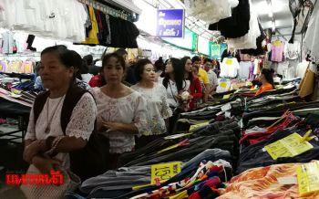 ตลาดท่าเสด็จคึกคัก! นักท่องเที่ยวแห่ซื้อของฝากก่อนกลับ