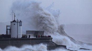พายุรุนแรงกระหน่ำยุโรป ตาย 3 ป่วนไปทั่ว-ฟลอริดาหิมะตก