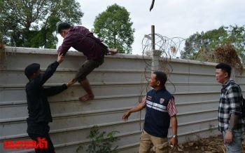 จับได้อีกแล้ว!5เขมรปีนกำแพงชายแดนลอบเข้าไทย อ้างจะไปทำงานกทม.