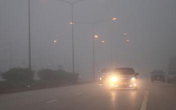 เลยหนาวฝนตกหมอกหนาจัด เตือนขับรถระวังเปิดไฟหน้าลดอุบัติเหตุ