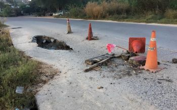 ชาวบ้านหวาดเสียวถนนทรุดหลุมโผล่ลึกเกือบเมตรหวั่นเกิดอันตราย