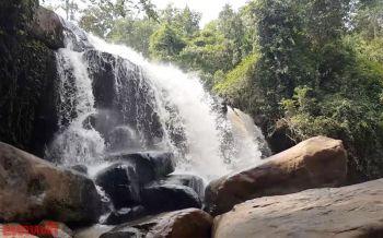 \'น้ำตกธารสวรรค์\'ความสวยงามที่ธรรมชาติรังสรรค์ ชวนนทท.ปูเสื่อนั่งชิวฟังเสียงน้ำไหล