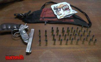 จู่โจมค้นสะเดาสกัดแก๊งป่วนใต้ รวบ2ผู้ต้องหาพร้อมยาบ้า-ปืนเถื่อน (ชมคลิป)