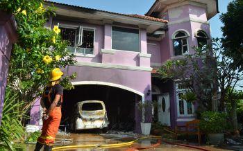 ยาย67ปีเครียดลูกสาวขายบ้าน ฉุนเผาบ้านรถ-คว้ามีดแทงตัวเองไล่ทำร้ายลูก
