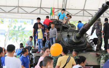 เหล่าทัพรวมใจจัดงาน \'วันเด็ก\' ยิ่งใหญ่อลังการ (ประมวลภาพ)
