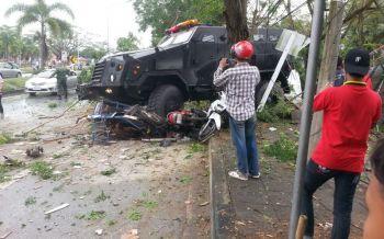 รถหุ้มเกราะทหารปัตตานีเสียหลักชนร้านค้าริมทาง ชาวบ้านตาย1เจ็บ2