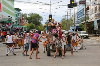 โปงลางสะออน ส่งเพลง\'ชุดใหญ่ไฟกระพริบ\'ประกาศศักดาความสนุกทั่วไทย