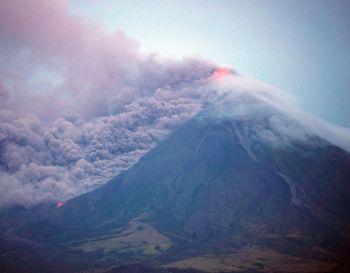 \'ฟิลิปปินส์\'ประกาศภัยพิบัติภูเขาไฟ หลังลาวาทะลักต่อเนื่อง-อพยพปชช.เพิ่ม