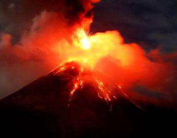 ภูเขาไฟ\'มายอน\'ปะทุหนักต่อเนื่อง 7หมื่นชีวิตยังกลับบ้านไม่ได้