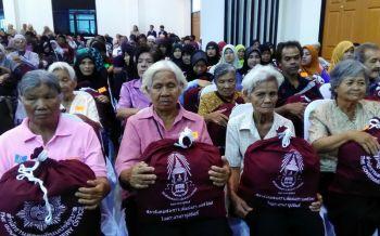 นราธิวาสรับมอบถุงยังชีพ โครงการหนึ่งใจช่วยเหลือผู้ประสบภัย1,000ถุง